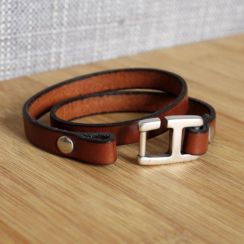 fifi brin de cuir bracelet cuir homme crochet h cuir 10mm marron. Black Bedroom Furniture Sets. Home Design Ideas
